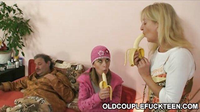 El doctor se folla a un mama cojida por hijo joven paciente con un arnés