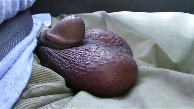 Chica universitaria se masturba en casa después de parejas video mama cojiendo con su hijo