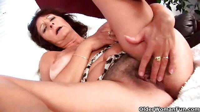 Fiesta lésbica con strippers sexys madre cojiendo asu hijo