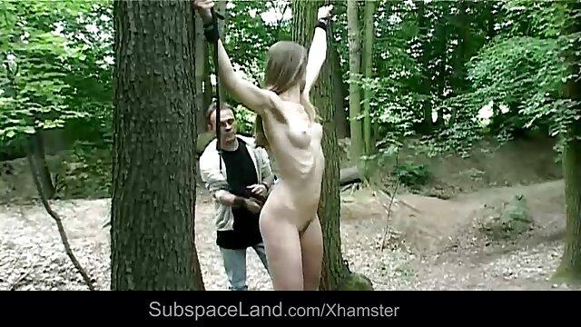 Joroba cogiendose a la mama en el bosque