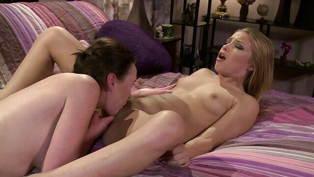 Apetitosa mami se masturba en pantimedias madre cojiendo a hijo