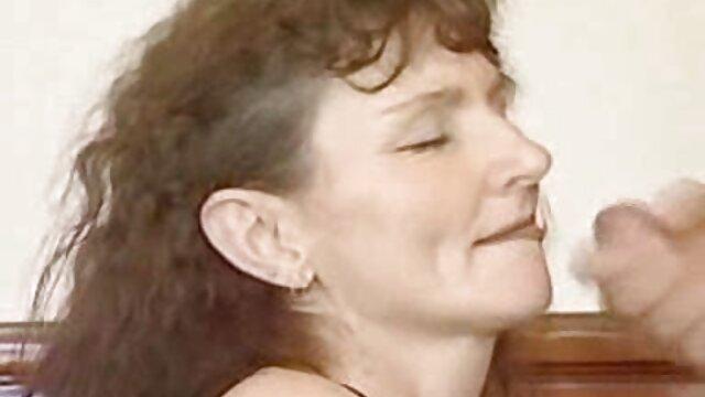 Joder en la mejilla hijo cojiendo a su mama