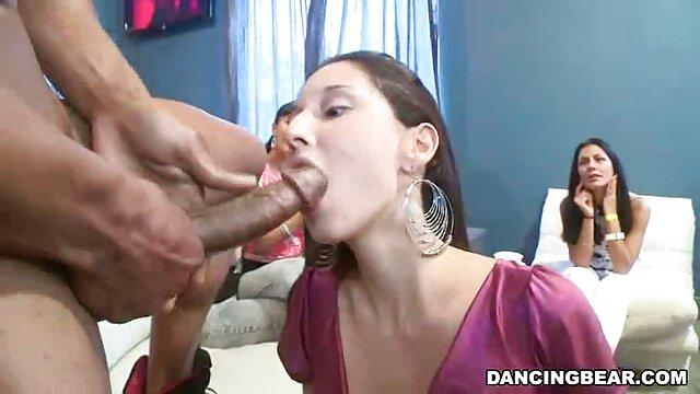 Las niñas aprenden mamas calientes cojiendo sexo