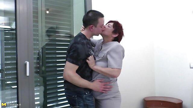 Amigos follan a dos mujeres con enormes falos en madre cojiendo con su propio hijo los agujeros