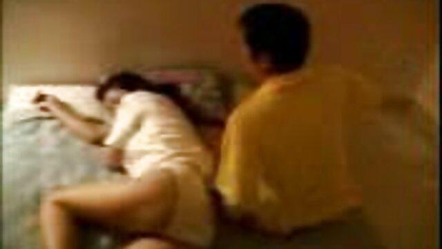 Mamá animó al novio de su hija con folladas cojiendo con mama e hija de alta calidad