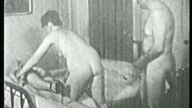 Puta rusa cojiendo a madre soltera humillada por amante madura