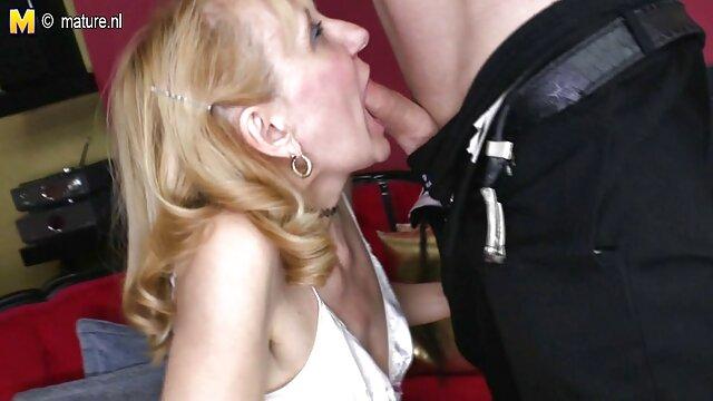 Polvazo en casa POV con madre cogiéndose a su hijo plug anal