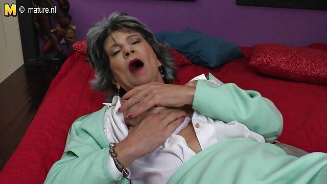 Dos sensuales mujeres mamas tetonas cojiendo desvergonzadas atormentan a un cautivo