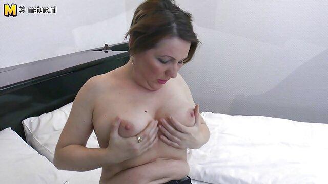 Rubia regordeta pidió cojiendo con la mama sexo con un negrito