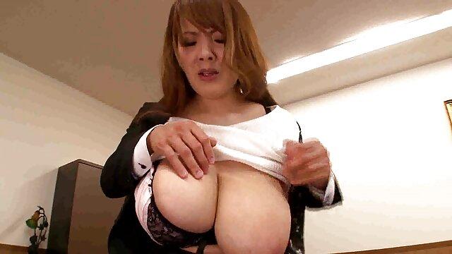 Probador de mamas con hijas cojiendo máquinas sexuales