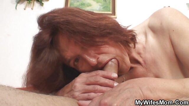 Lesbianas culiando a tu mama lamiendo culo