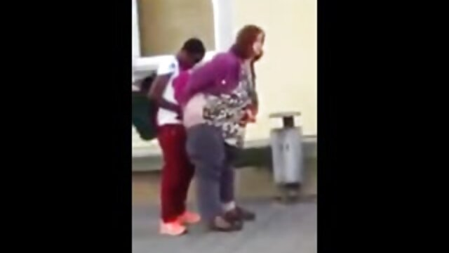 Hermano se folla cojiendo mama e hija a la hermana mientras los padres no están en casa