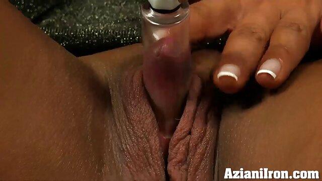 El jefe practica sexo oral en el mamas e hijas cojiendo trabajo