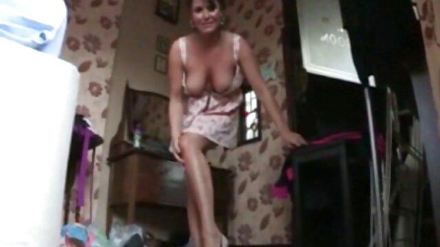 El chico complace a la chica con el cunnilingus y la deja cojiendo madre mamar