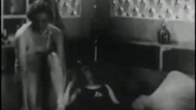 Camarera tetona en pose hijo se folla asu mama durmiendo doggystyle