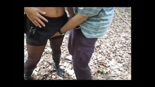 Difícil: madre e hijo cojiendo caminar por el bosque, sentarse en un hormiguero con un mandala afeitado