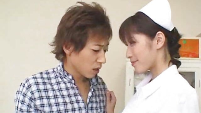 Una poderosa erección golpea duro a una mama hijo cojiendo morena