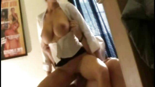Sexo grupal apasionado por el madres cojiendo con jovenes culo y el coño