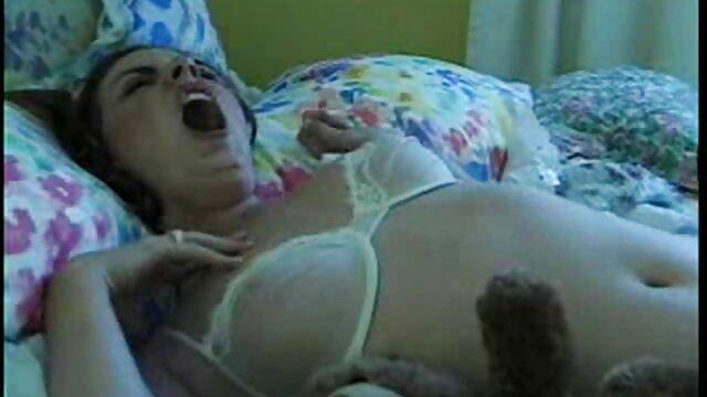 Zorra tetona inesperada follando con mi mama y mi hermana