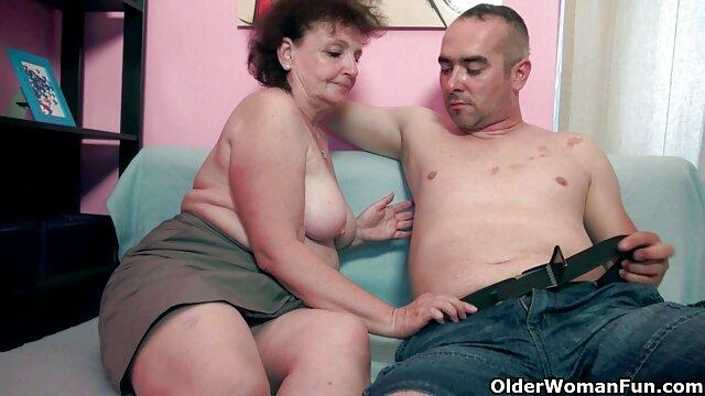 Chica en el se folla a su mama ala fuerza banquillo
