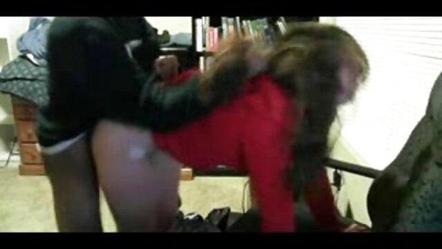 Chupando hijo folla a mama dormida a una rusa delgada saltando sobre una polla