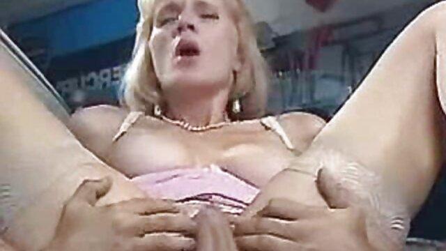 Señora madura con grandes pechos se cogiendo ala mama corre de la masturbación